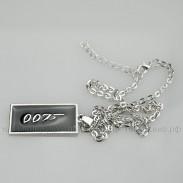 Кулон Бонда 007